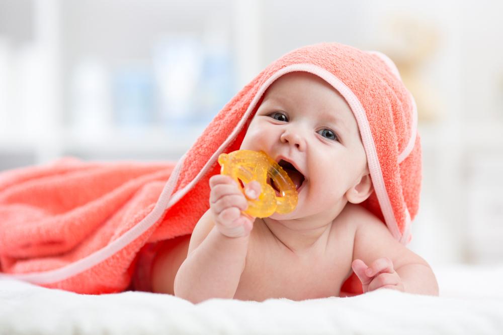 Bebeğin Diş Çıkarma Döneminde Emzirme