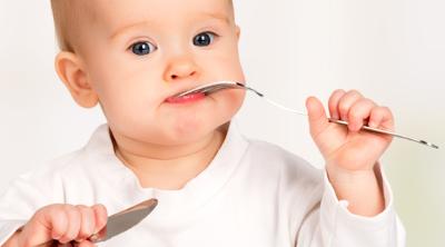Bebekler Ne Zaman Çatal Kaşıkla Yemek Yiyebilir ?
